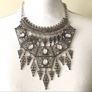 Jewelry - Silver Embellished statement necklace gorgeous
